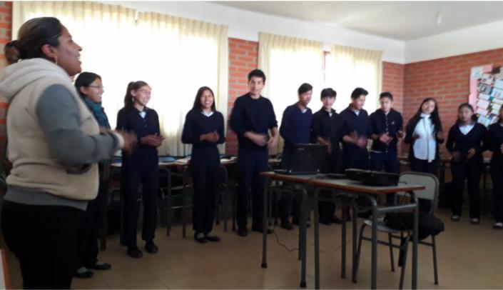 Estudiantes de secundaria en una sesión de tutoría